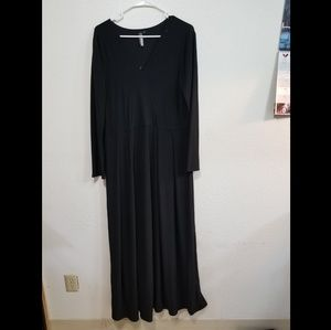 Dresses & Skirts - Long Black Maxi Dress with sleeves
